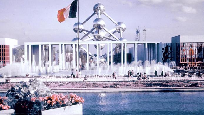 A l'occasion de l'Expo 58, la Belgique offrait aussi à ses visiteurs un monument incontournable, l'Atomium, un atome de fer aux proportion gigantesques mais aussi la flèche du génie civil, une oeuvre architecturale audacieuse, aujourd'hui disparue.