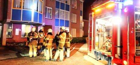 Brand in Berghem, vrouw hoestend en proestend de ambulance in
