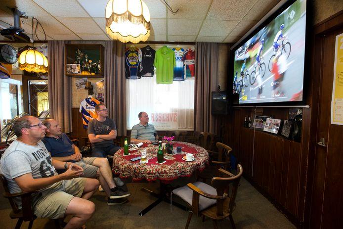 Tour de France bij café Heutinck in 2019.