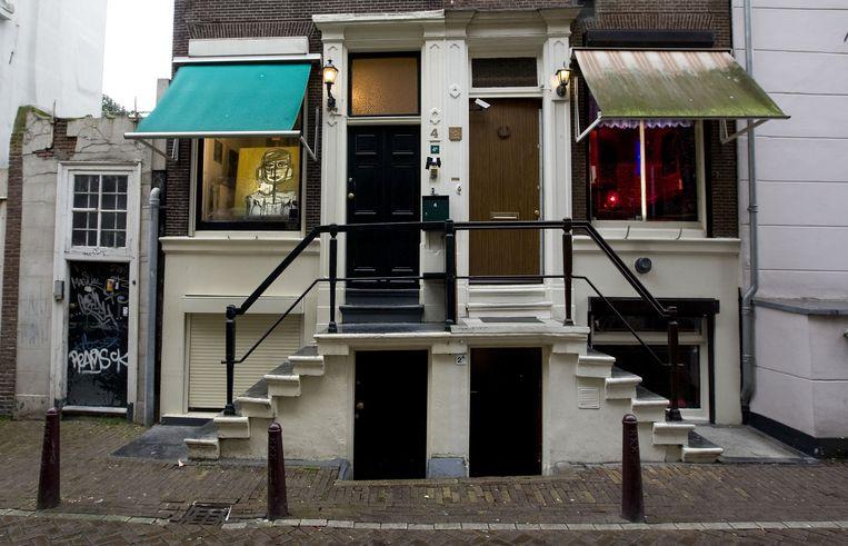 In de Bergstraat, een zijstraat van de Singel, zijn ook vrijwel alle prostitutieramen gesloten. Foto ANP/Evert Elzinga Beeld