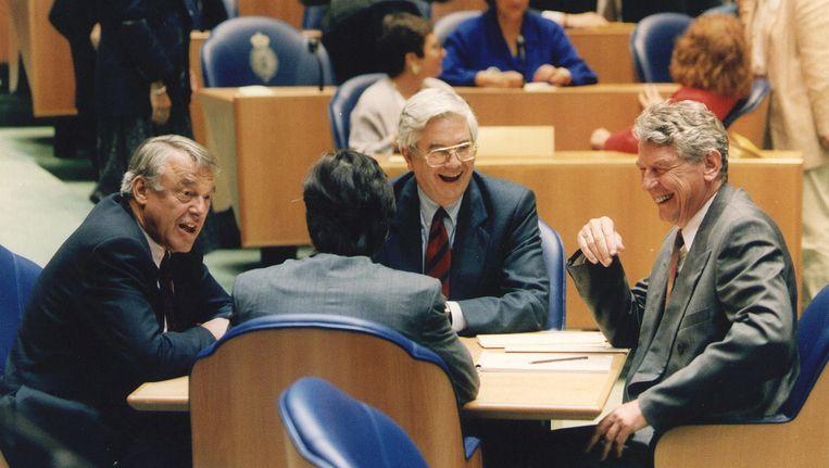 De grondleggers van Paars bijeen in de Tweede Kamer: Hans van Mierlo (D66), Frits Bolkestein (VVD) en Wim Kok (PvdA). Op de rug gezien: Eelco Brinkman (CDA). Beeld ANP