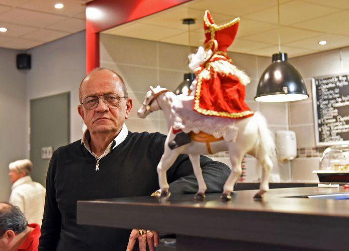Na dik veertig jaar hangt Sinterklaas Antoine Boonman zijn mantel aan de wilgen.