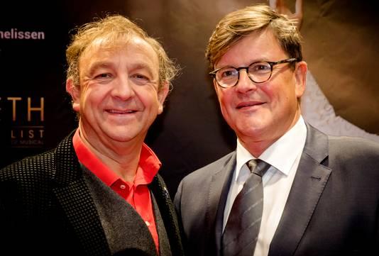 Jon van Eerd (links) aanwezig bij de première van een musical, in oktober 2017.
