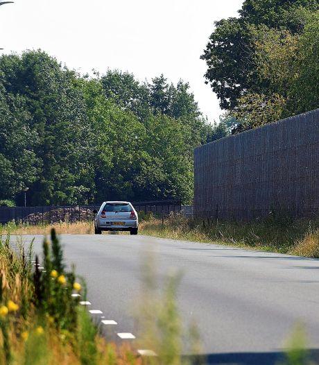 Op de randweg in Sprundel wordt te hard gereden, maar de gemeente blijft klachten afwijzen
