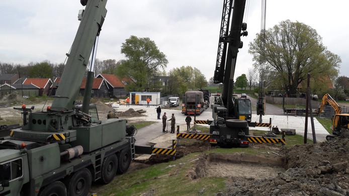 De Duitse bunker wordt geplaatst in het park van het Bevrijdingsmuseum in Nieuwdorp.