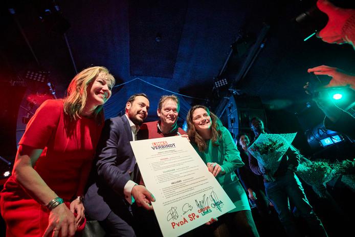De lijstrekkers van Groenlinks, Nida, SP en de PvdA na de ondertekening van hun manifest in Bird.