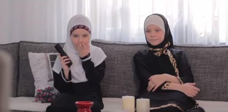 De Nederlandse organisatie 'Muslim Kids Entertainment' maakt ook promofilmpjes waarin Westerse programma's afgekeurd worden.