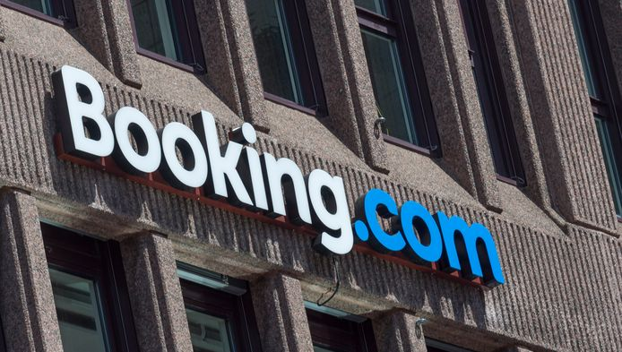Hotelreserveringssite Booking.com maakte de afgelopen jaren miljarden winst, maar klopt nu toch bij de overheid aan voor steun.