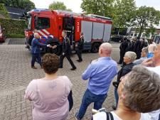 Koninklijke eer voor brandweerman Schijndel en brandweerwagen gaat 'met pensioen'