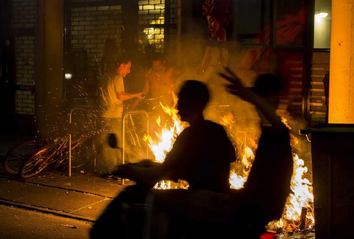 Na de dood van Mitch onstonden er in de Schilderswijk dagenlang rellen.