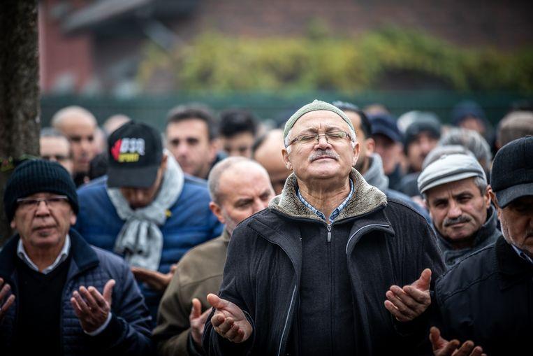 Honderden mensen van de Turkse gemeenschap in Limburg namen dinsdagmiddag afscheid van Yusuf en Ikafat Demirci in de moskee van Waterschei. Yusuf en Ikafat