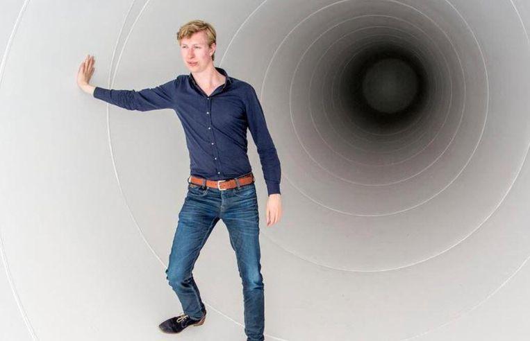 Tim Houter in zijn testbuis, die donderdag in Delft onthuld wordt. Beeld Arie Kievit
