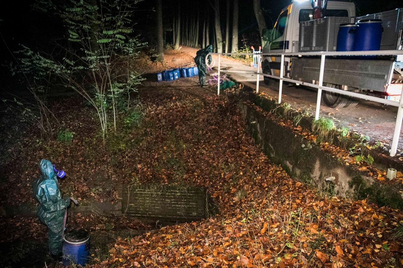Vaten drugsafval gedumpt in Oosterbeek.
