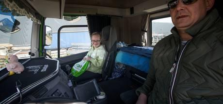 Zitten, zwaaien en toeteren bij Peelland Truckrun
