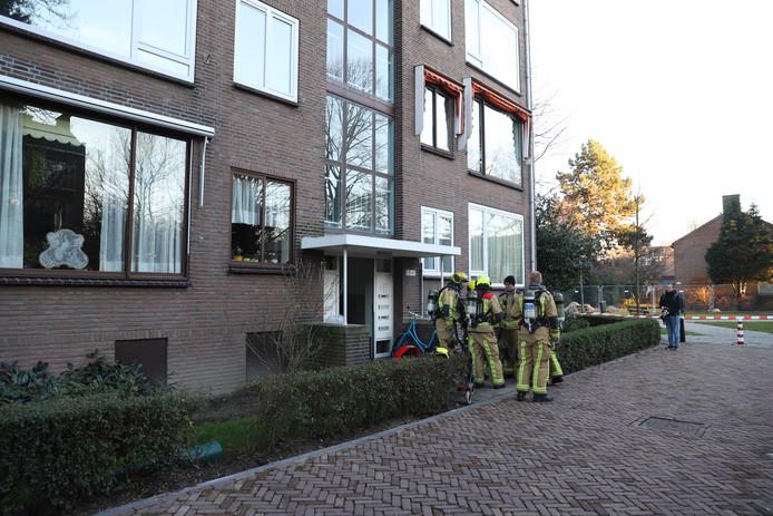 Een oudere dame is vanmiddag door de brandweer uit haar woning aan de Van Stein Callenfelsstraat in Rijswijk gered.