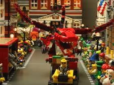Vader en zoon uit Oss maken carnavalsoptocht van Lego