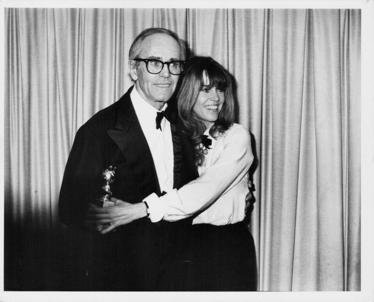 Vader Peter Fonda met Jane Fonda tijdens de uitreiking de Golden Globe Awards in 1979. Beeld Getty Images