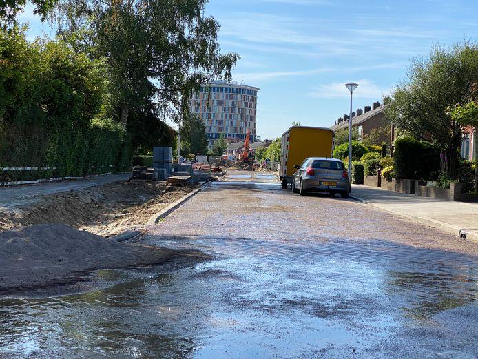 Waterleiding gesprongen aan de Van Dorthstraat in Zutphen.