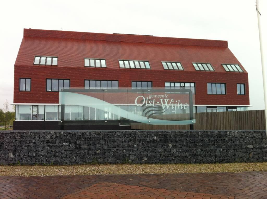 Het gemeentehuis in Wijhe. Foto Matthijs Oppenhuizen