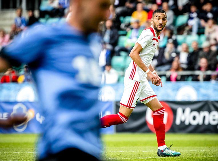 Hakim Ziyech tijdens de vriendschappelijke wedstrijd tegen Estland voorafgaand aan het WK  Beeld ANP