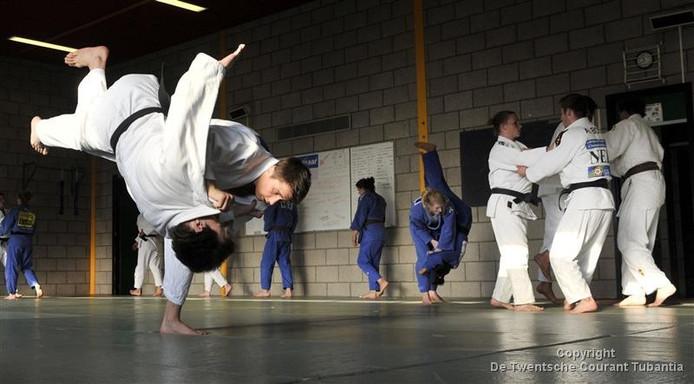 Training van judoka's van het voormalige Top Judo Twente aan de Schietbaanweg