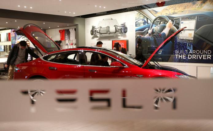 Lelystad Krijgt Grootste Tesla Oplaadpunt Lelystad Destentor Nl