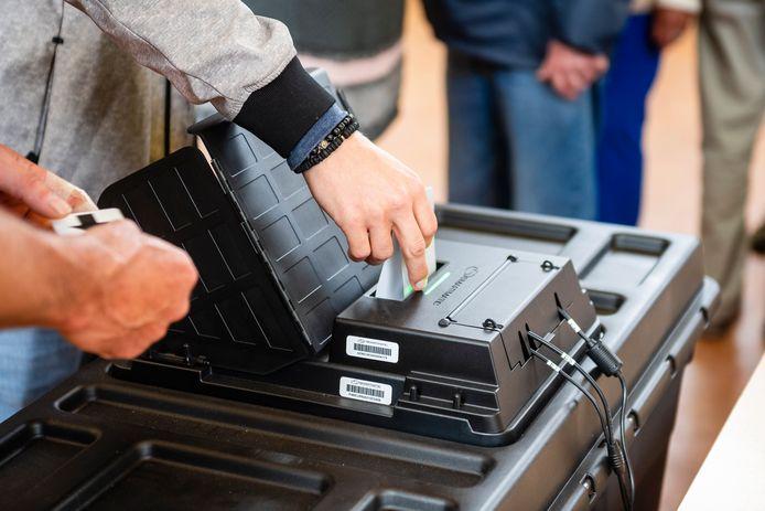 Sommige kanton-hoofdkantoren ondervonden moeilijkheden om hun verkiezingsresultaten door te sturen naar de FOD door een netwerkprobleem.