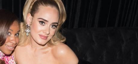 Adele plaisante sur sa spectaculaire perte de poids