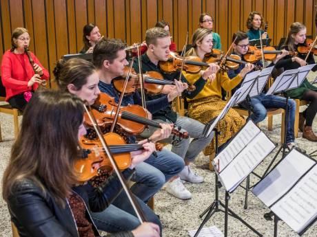 Geestelijke liederen in Oude Kerk: 'We hopen met onze muziek de harten van mensen in beweging te brengen'