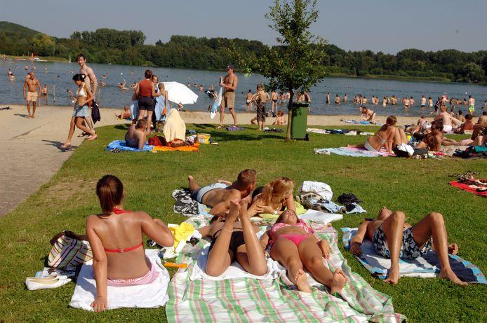 De Plas in Rotselaar is een populaire plek om verkoeling te zoeken op warme dagen.
