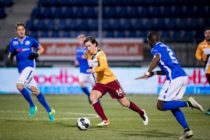 Joey Dekkers (M) en FC Den Bosch-spelers Dalian Maatsen (R) en Vykintas Slivka (L).
