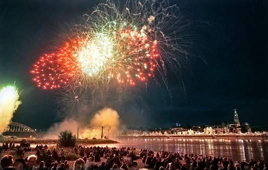 De vuurwerkshow bij de Vierdaagsefeesten in Nijmegen trok weer veel publiek.