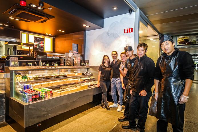 Brugge: alle panden in het station zijn verhuurd: hier de Sushi Shop