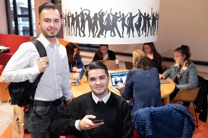 Emre Çetinkol (links) en Taylan Öncü hebben het online platform Studelen ontwikkeld, een marktplaats voor studenten.