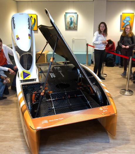 Emie gaat 3.000 kilometer door de Australische woestijn met zonne-auto Nuna