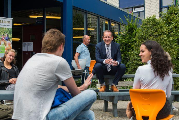 Bram van Hemmen is al meer dan vijf maanden aan het werk, maar donderdag wordt hij dan echt officieel geïnstalleerd.