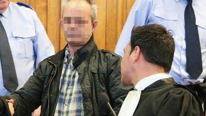 Vader van beschuldigde gaat liever op vakantie dan zoon te verdedigen op proces