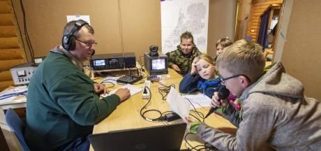 Landelijk zendstation scouting in Neede: 'Dit is de magie van de radio'