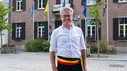 Vlaams minister Homans stelt benoeming burgemeester Leaerts (CD&V) uit omdat zijn naam genoemd wordt in lopend gerechtelijk onderzoek