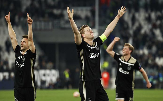Matthijs de Ligt viert de winst op Juventus.