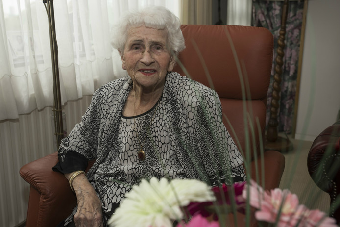Cobie Schraven- Maas uit Tilburg viert haar 100ste verjaardag.