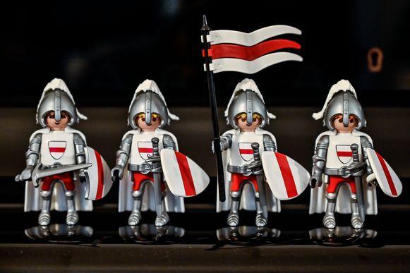 De Vier Heemskinderen. Dankzij onder ander contoursnijders voor stickertjes kunnen zij gepersonaliseerd worden in de wit-rode kleuren van Dendermonde.
