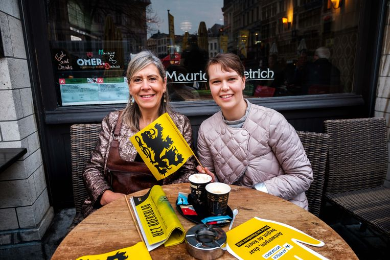 Annemie Corman en dochter Fien Van den Eynde: voluit supporteren voor Wout Van Aert.