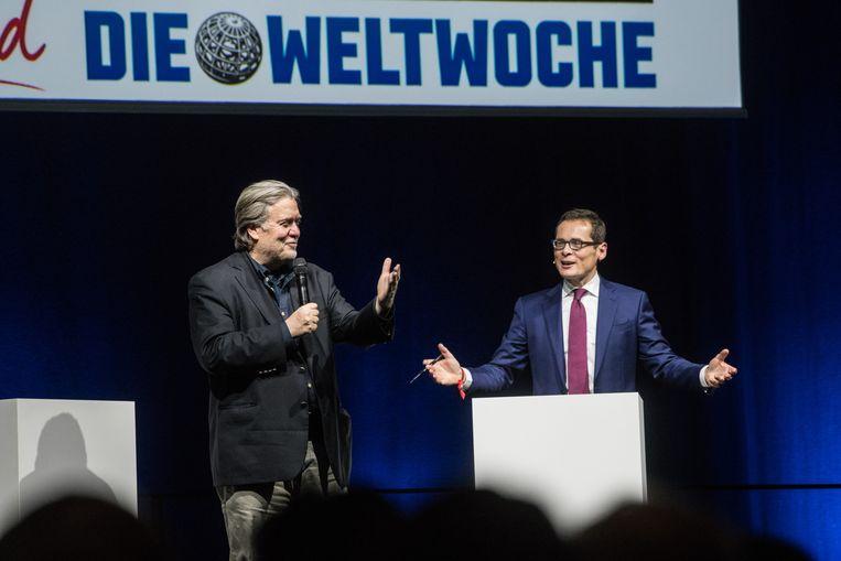 Steve Bannon en Roger Koeppel, hoofdredacteur van het Zwitserse magazine 'Die Weltwoche', tijdens een event gisteravond in Zürich.