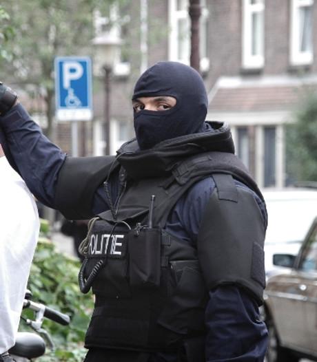 Ossenaar intimideert wijk al jaren en verzet zich tegen ontruiming, arrestatieteam grijpt in