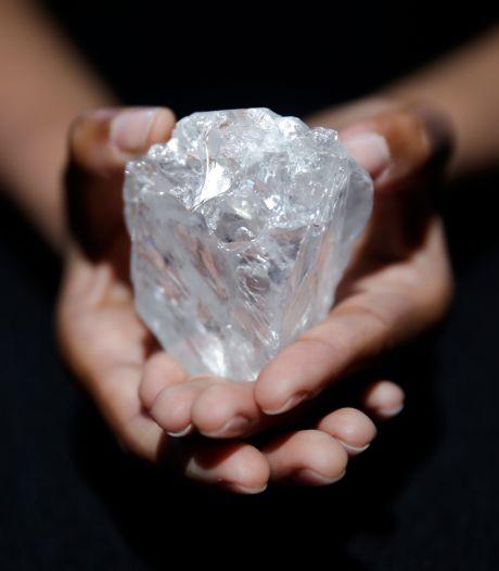 Zonde! 's Werelds duurste ruwe diamant blijft nog even in de kluis