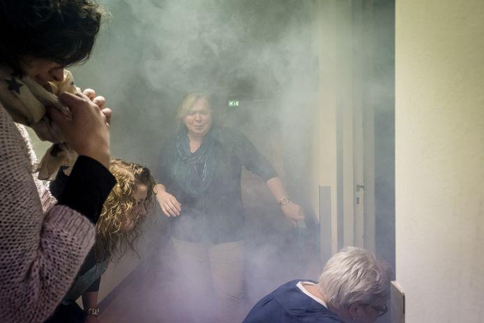 20170220 - Halsteren - Foto: Tonny Presser/Pix4Profs - De brandweer houdt in verzorgingstehuis Sint Elisabeth een oefening. Foto: personeel van het zorgcentrum in actie