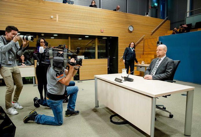 Jacob van der Blom, voorzitter Vereniging Landelijk Platform Nieuwe Moslims, tijdens de de openbare verhoren van de parlementaire ondervragingscommissie. Hij zou volgens terreurdeskundige Sandee banden hebben met de Moslimbroederschap.