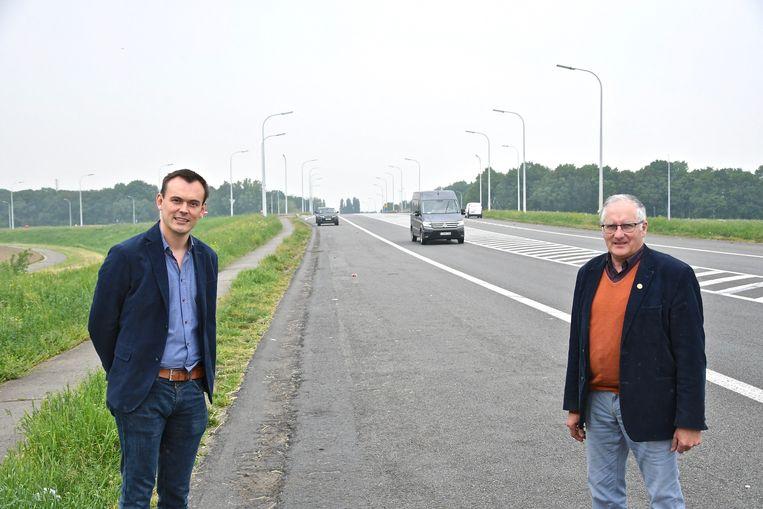Aan de op- en afrit van de A19 in Beselare stond zondag geen enkele vrachtwagen met een Litouwse nummerplaat geparkeerd. Dat stelden burgemeester Dirk Sioen en schepen Koen Meersseman vast