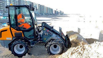 Stadsdiensten verwijderen 300 ton zand van Blankenbergse Pier na stormweer